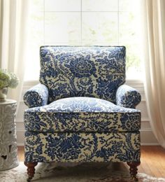 Thibaut Fine Furniture Hamilton Classic Chair Mizoram in blue Blue Rooms, Fine Furniture, Luxury Furniture, Furniture Design, French Country Decorating, White Decor, Family Room, Upholstery, Blue And White