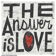 """Lienzo """"The answer is love"""". Cuadros para decorar tus paredes inspirados en los diseños de Michael Mullan - DECORATECA.COM"""