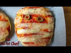 ▶ Mummy Pizzas - HALLOWEEN RECIPE - YouTube
