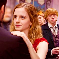 I wish they'd put Hermione dancing with Krum in the movie just so we could see Ron's jealous face. XD