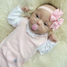 Pyntet seg for helgen #babyspam #babygirl #jentenmin #kkidspo #babystyle #babystyleinspo #barselvarsel #instababy #inspo_pinky_baby #inspirationforgirls #iloveyou #smabarnsinspo #the_baby_of_the_world #pink_baby #pink_blue_babies #babyklær #babyclothes #littleshabby #littleshabbyy #littleone #littleone____ #lilleskatten #kidsfashion #kidsfashionforall #barneskatter #prinsessen #princess #hustandclaire #hustandclairebaby #interior2love