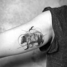 Bear grizzly tattoo art by Mark Ostein - Alex tattoo - Tattoo Frauen Nature Tattoos, Life Tattoos, Body Art Tattoos, Tattoos For Guys, Sleeve Tattoos, Tattoo Art, Tatoos, Big Bear Tattoo, Black Bear Tattoo