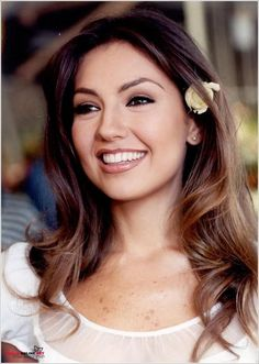 1999 Rosalinda, Thalia - I always loved her makeup style. Soft and sophisticated. Beautiful Girl Image, Beautiful Smile, Beautiful People, Beautiful Women, Jolie Photo, Tips Belleza, Timeless Beauty, Balayage Hair, Celebrity Pictures