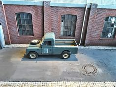 Alley and Land Rover 109  Custom made in scale 1:18