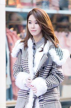 """140123-타미힐-피거-플래그쉽-스토어유인나 -Yoo In-na trong buổi ra mắt phim """"Queen In-hyun's Man"""""""