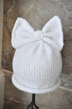 All girl sparkly Bow-Top Knitted Beanie by BabesinKnots on Etsy. Knitted Baby Clothes, Baby Hats Knitting, Knitting For Kids, Loom Knitting, Knitting Projects, Knitted Hats, Baby Knits, Baby Patterns, Knitting Patterns