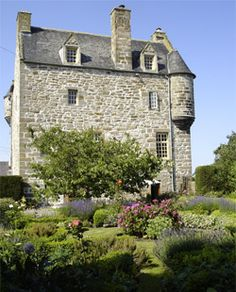 Ochiltree Castle is a fine example of a century L plan tower house in West Lothian, Scotland. Scotland Castles, Scotland Uk, Scottish Castles, England And Scotland, Scotland Travel, Castle Ruins, Medieval Castle, Monuments, England Ireland