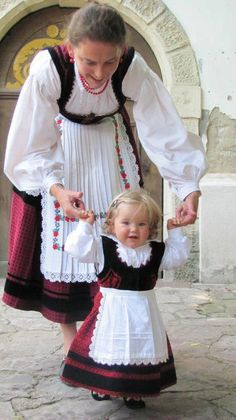 Hungarian folk wear - A magyar népművészet, népviselet. Folk Fashion, Ethnic Fashion, We Are The World, People Around The World, Art Populaire, Hungarian Embroidery, Folk Costume, My Heritage, Mother And Child