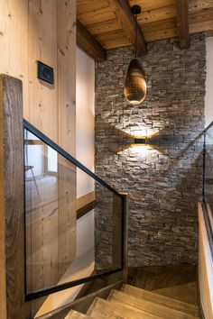 Transformation of an old barn into a contemporary chalet Chalet Interior, Brick Interior, Modern Home Interior Design, Chalet Chic, Chalet Style, Ski Chalet, Chalet Design, House Design, Rustic Stairs