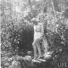 vintage everyday: Marilyn Monroe hiking, August 1950