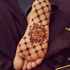 This mehndi design on foot is a perfect example of the Arabic mehandi design. Only bold flower and leaf motifs are used to cover the feet, in the typical Arabic style. This design is neatly spaced, easy to design and easy to apply. This foot #mehndi design can be worn by #women of any age group and on any occasion.