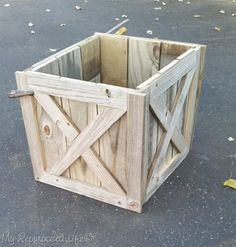 christmas tree stand diy rustic Christmas tree stand box made from reclaimed wood Rustic Christmas Tree Stands, Wood Christmas Tree, Christmas Diy, Country Christmas, Christmas Swags, Christmas Snowman, Christmas Decorations, Scandinavian Christmas, Holiday Decorating