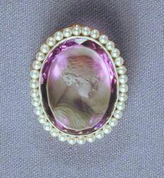 camafeu and pearls