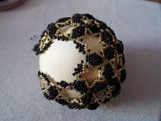Rope Crafts, Bead Crafts, Diy And Crafts, Beaded Ornaments, Christmas Ornaments, Macrame Knots, Beading Projects, Seed Beads, Hand Embroidery