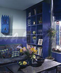 90s living room in blue