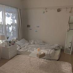 Fᴏʟʟᴏᴡ ᴍᴇ ғᴏʀ ᴍᴏʀᴇ ɪᴍᴀɢᴇs Home Decor Room Design Bedroom, Small Room Bedroom, Room Ideas Bedroom, Korean Bedroom Ideas, Bedroom Decor, Deco Studio, Study Room Decor, Minimalist Room, Pretty Room
