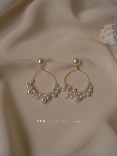 Mini Bar Stud earrings in Rose Gold fill, short gold bar stud, gold fill bar post earrings, gold bar earring, minimalist jewelry - Fine Jewelry Ideas Jewelry Design Earrings, Ear Jewelry, Cute Jewelry, Beaded Earrings, Wedding Jewelry, Gold Jewelry, Jewelry Accessories, Pearl Earrings, Cluster Earrings
