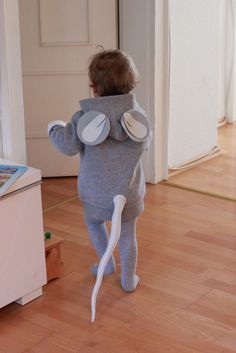 DIY Halloween Costumes for Kids that'll get your Honey-Bunny all excited for Halloween - Gravetics Diy Halloween Costumes For Kids, Halloween Kostüm, Diy Costumes, Halloween Makeup, Baby Mouse Costume, Nursery Rhyme Costume, Colegio Ideas, Nativity Costumes, Mouse Crafts