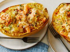 Get Spaghetti Squash Scampi Boats Recipe from Food Network Butter, lemon, garlic and shrimp -- this can't-go-wrong combo even works on roasted spaghetti squash. Tossed together in a large bowl, the Low Carb Spaghetti, Spaghetti Squash Recipes, Spaghetti Squash With Shrimp, Stuffed Spaghetti Squash, Spaghetti Vegetables, Food Network Recipes, Cooking Recipes, Healthy Recipes, Drink Recipes