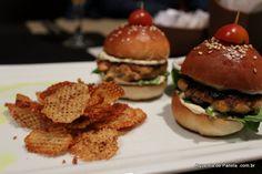 Salmon Mini Burgers Brunch, Mini Burgers, Hamburger, Salmon, Ethnic Recipes, Food, Mini Hamburgers, Eten, Hamburgers