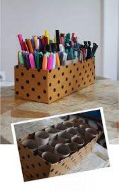 stiften,potloden en pennen handig opbergen in een doosje met wc rolletjes