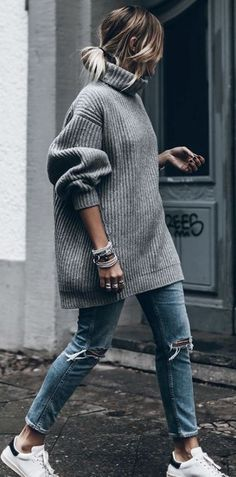 fall street style obsession / oversized sweater + rips + sneakers