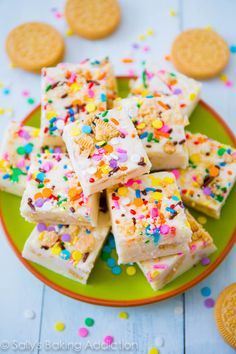 Funfetti Golden Oreo Fudge by Sally's Baking Addiction. Smooth and creamy vanilla fudge filled with Golden Oreos and sprinkles. Easy to prepare and even easier to eat! Just Desserts, Delicious Desserts, Yummy Food, Vegan Desserts, Fudge Recipes, Dessert Recipes, Candy Recipes, Drink Recipes, Baking Recipes