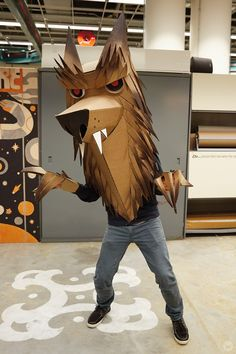 Creating spooktacular masterpieces: Cardboard Halloween costume ideas - Think. Matt K makes a wolf. The Effective Pict - Cardboard Costume, Cardboard Mask, Cardboard Sculpture, Cardboard Crafts, Halloween Toys, Homemade Halloween, Halloween Decorations, Cute Halloween Costumes, Halloween Ideas