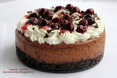 cheesecake padurea neagra final No Cook Desserts, Dessert Recipes, Cake Decorating For Beginners, Cake Factory, Eat Dessert First, Chocolate Cheesecake, Sweet Cakes, Something Sweet, Yummy Cakes