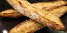 Chaque semaine, le format «Pile Poêle» dévoile des astuces de cuisine. En mars, c'est le boulanger-pâtissier Gontran Cherrier à Paris qui nous dévoile ses secrets. Pour cette première vidéo, il nous apprend comment préparer une baguette tradition maison.