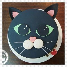 Adorably sweet kitten themed cake by Juniper Cakery Cakes