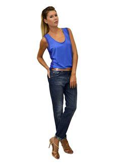 blusa radiosa com detalhe em tule e calça jeans Thees.
