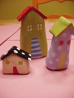 Make clay model houses Clay Houses, Ceramic Houses, Mini Houses, Miniature Houses, Paper Clay, Clay Art, Clay Crafts, Home Crafts, Clay Animals