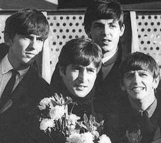 The Beatles featuring Paul McCartney George Harrison John Lennon and Ringo Starr Beatles Love, Beatles Photos, The Beatles 1960, Beatles Guitar, Beatles Art, Great Bands, Cool Bands, 1960s Britain, Richard Starkey