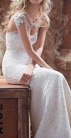 Wedding gown / Hayley Paige