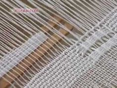 toallas en telar  (Shows pickup using a stick shuttle containing the active weft)