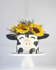 Birthday Cake Designs, Cow Birthday Cake, Little Girl Birthday Cakes, Cow Birthday Parties, Birthday Cake Decorating, 2nd Birthday, Birthday Ideas, Cow Cakes, Girl Cakes