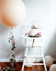 23 trendy baby first birthday girl cake balloons One Year Birthday, 1st Birthday Photos, Birthday Cake Girls, Girl First Birthday, Baby Birthday, First Birthday Parties, First Birthdays, First Birthday Decorations Girl, First Birthday Balloons