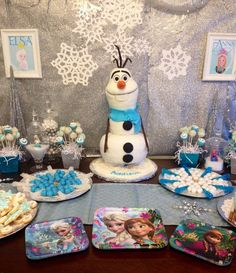 Olaf cake and supplies in a Disney Frozen Party!!