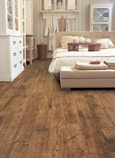 Beautiful Wood or Laminate Flooring Reclaimed Oak Floors