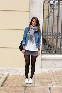 Casual fall outfit: Skirt, t-shirt and denim jacket