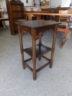 Oak Occasional Side / End Table In The Rgf Showroom ---- Good Condition £25 (PC785)