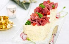 Kinkkuvoileipäkakku Sandwich Cake, Sandwiches, Vanilla Cake, Cheesecake, Appetizers, Pudding, Yummy Food, Baking, Party