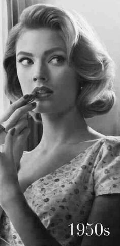 mad men makeup/ holiday party makeup and hair inspiration Retro Hairstyles, Braided Hairstyles, Wedding Hairstyles, Bob Hairstyles, Short Haircuts, Bridesmaid Hairstyles, 1950s Hairstyles For Long Hair, Short Formal Hairstyles, Beyonce Hairstyles