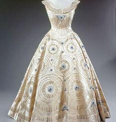 1950s #vintage Dress Worn by Queen Elizabeth. Now that's a vintage 50's party dress!