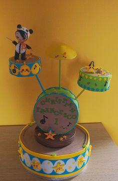 """Torta personalizzata in pasta di zucchero per un bambino che ama la musica """"torta batteria""""  Per info: http://www.fashion-cakes.com/"""