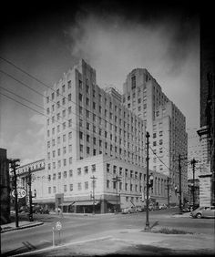 #ArtDeco | Durham Life Insurance Building, Raleigh, North Carolina. Designed by Northup & O'Brien, 1941.
