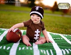 newborn baby photo This will be my baby one day! Baby Photography must take baby photos jolie Foto Newborn, Newborn Photos, Cute Kids, Cute Babies, Babies Pics, Football Onesie, Baby Football Costume, Baby Boy Football, Football Field