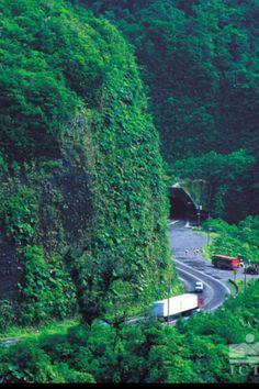 Carretera que cruza el Braulio Carrillo. Tunel Zurqui al fondo, une San Jose cn Puerto Limon. Costa Rica