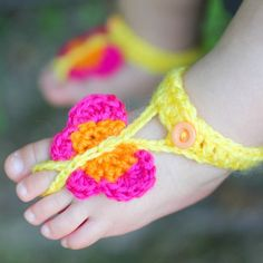 Butterfly Barefoot Sandals are a fun and stylish summer accessory for little feet! Free crochet pattern!